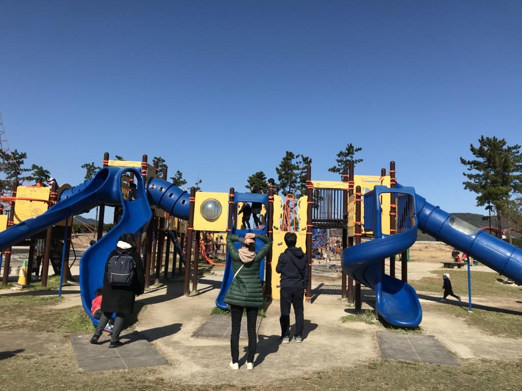 【福岡】子連れ家族の花見におすすめ公園4選!小戸公園の遊具画像
