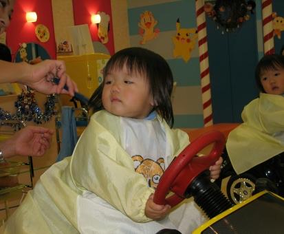 赤ちゃんの散髪デビュー画像