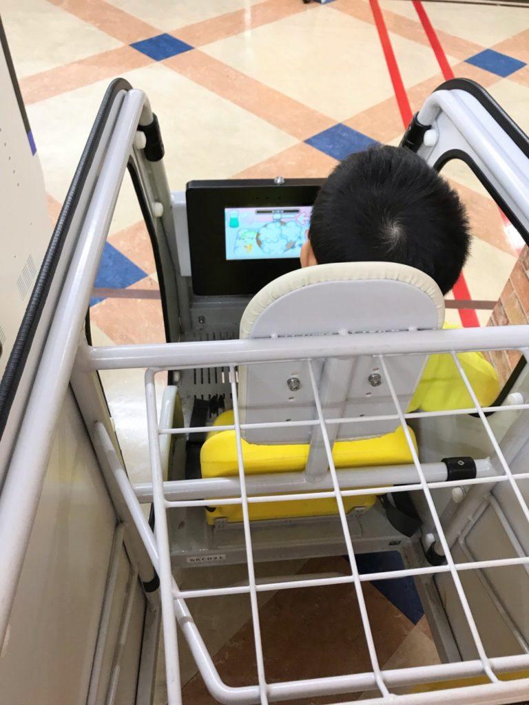メガドンキ福重店の子供用お買い物カートIoTカートSmart Kids Cart画像