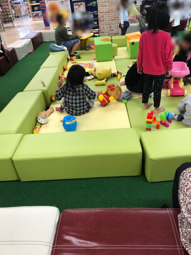 メガドンキ福重の赤ちゃんが遊べる遊び場画像