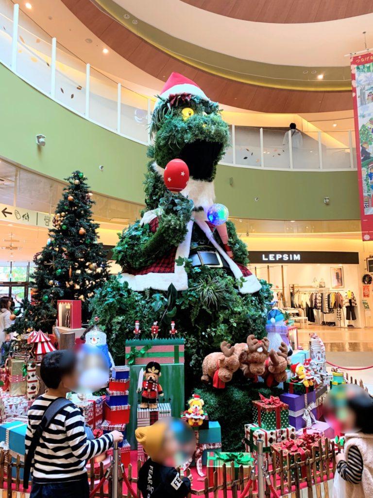 木の葉モールのクリスマスの巨大恐竜の飾りの画像