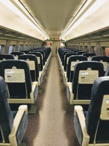 博多駅から博多南駅にいく新幹線こだまの車内画像