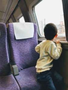博多駅からのこだまの新幹線の座席を向かい合わせた画像