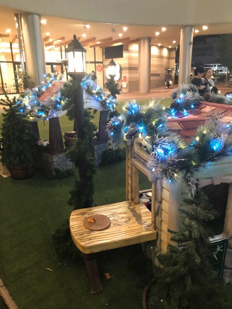 木の葉モール橋本の夜のクリスマスイルミネーションが点灯した画像