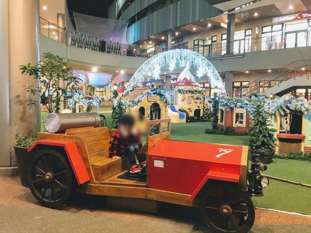 木の葉モールのクリスマスイルミネーション遊具カタリーナ7の車の画像