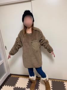 フリースプルオーバーのXLを女性が着用した正面の画像