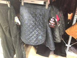 ワークマンプラス福岡今宿店に売っていた防寒スカート