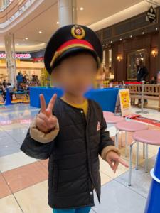 イオン福岡伊都店の鉄道まつりのミニ新幹線にのって車掌さんになった子供の画像
