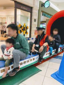 イオン福岡伊都店の鉄道まつりでミニ新幹線に乗った画像