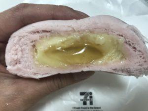 セブンイレブンのハニーチーズまんを半分にしたカロリーがわかる画像