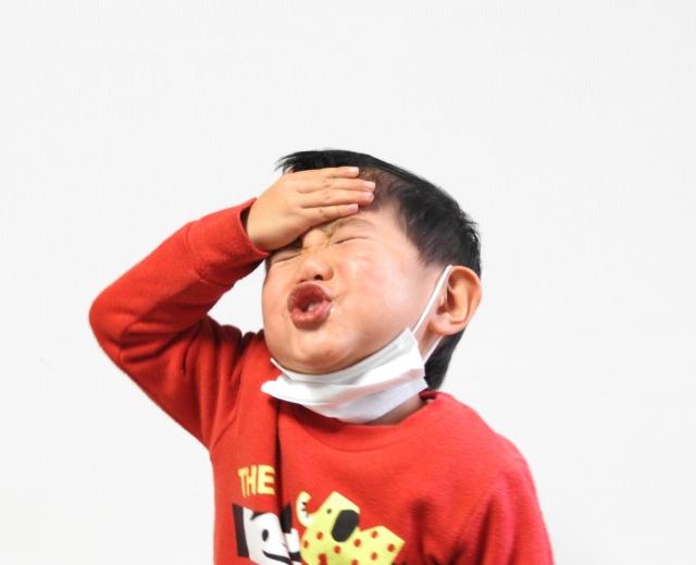 熱があるのに眠らない子供の画像