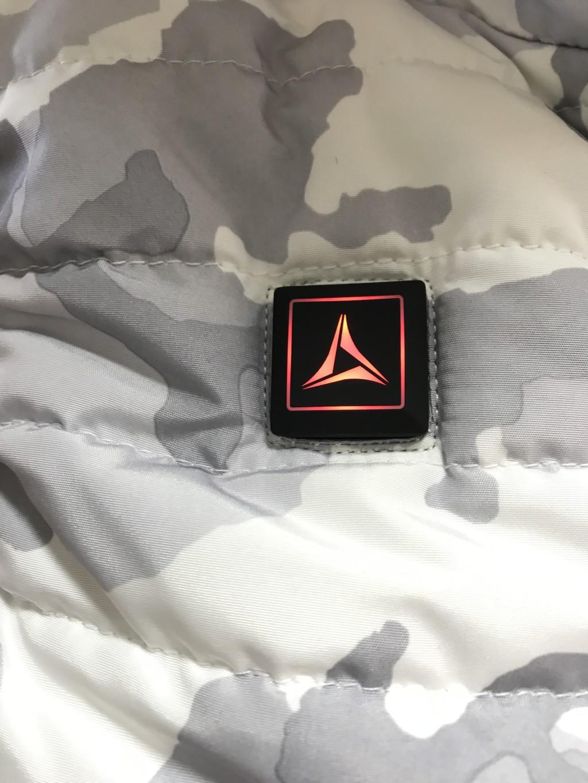 ワークマン着るコタツ・ヒーターベストの温度設定ボタン(赤)
